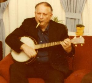 Jack Vance playing banjo and kazoo, San Francisco, 1979 ~ photo by Hayford Peirce